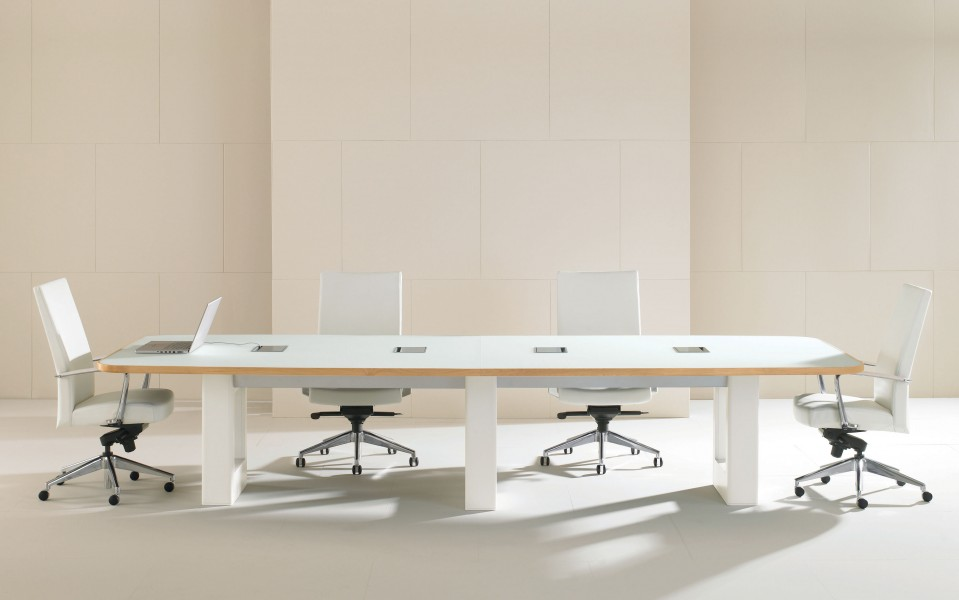 Linea Conference Table