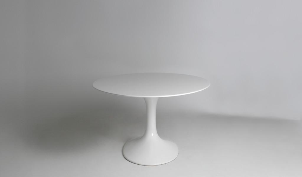 "78""w x 48""d White Oval Saarinen Table TBL012935"