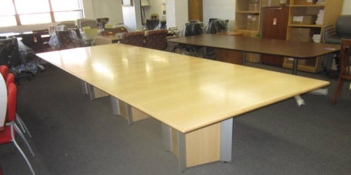14ft. Conference Table (qty:1) TABLE104