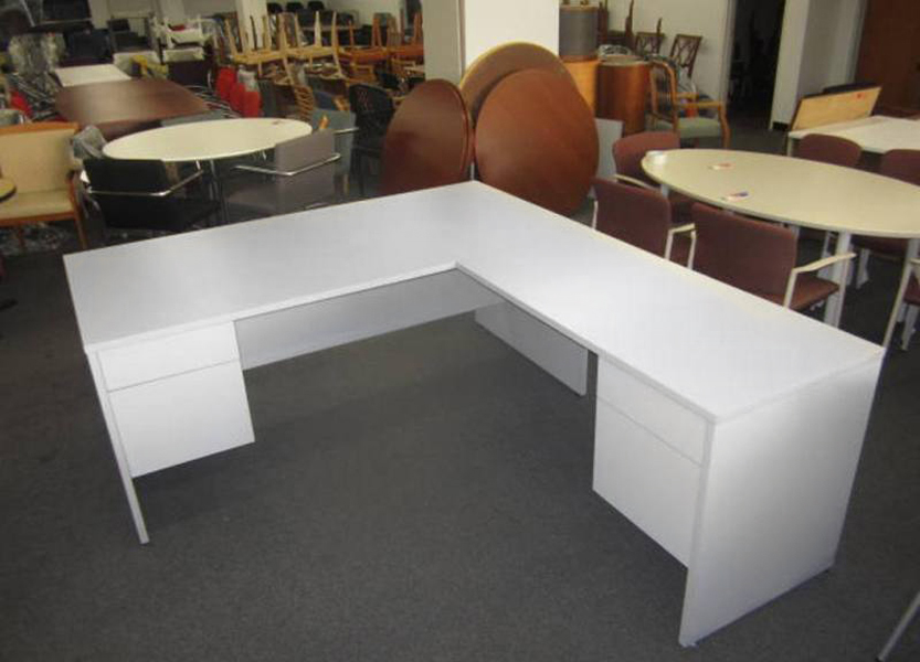 White Laminate Desk (qty:1) DESK103