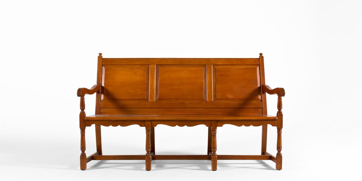 "66""w x 24""d Traditional Oak Bench BEN012611"