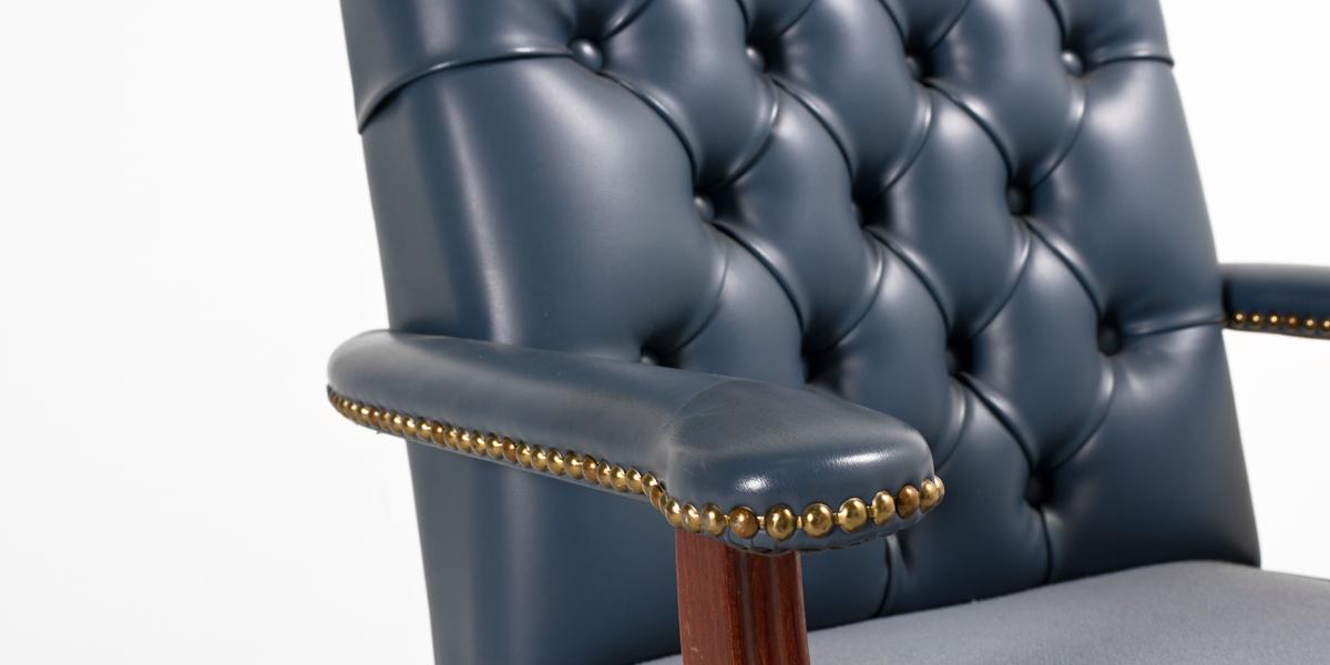Light Blue Vinyl Executive Mid-Back Office Chair CHR013291