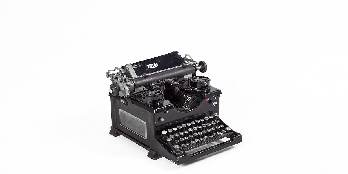 Vintage Black Typewriter MIS004130