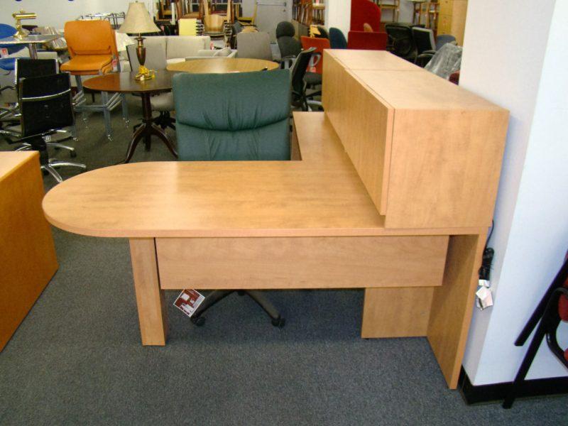 Bullet Desk w/ Left Return and Overheads (qty:1) DESK108