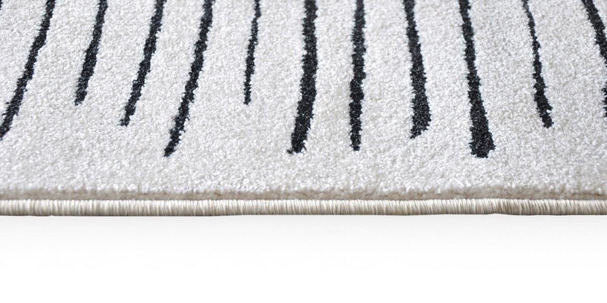 5' X 7' White/Black Design Rug MIS014610