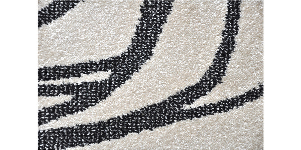 5' X 7' White/Black Design Rug MIS014612